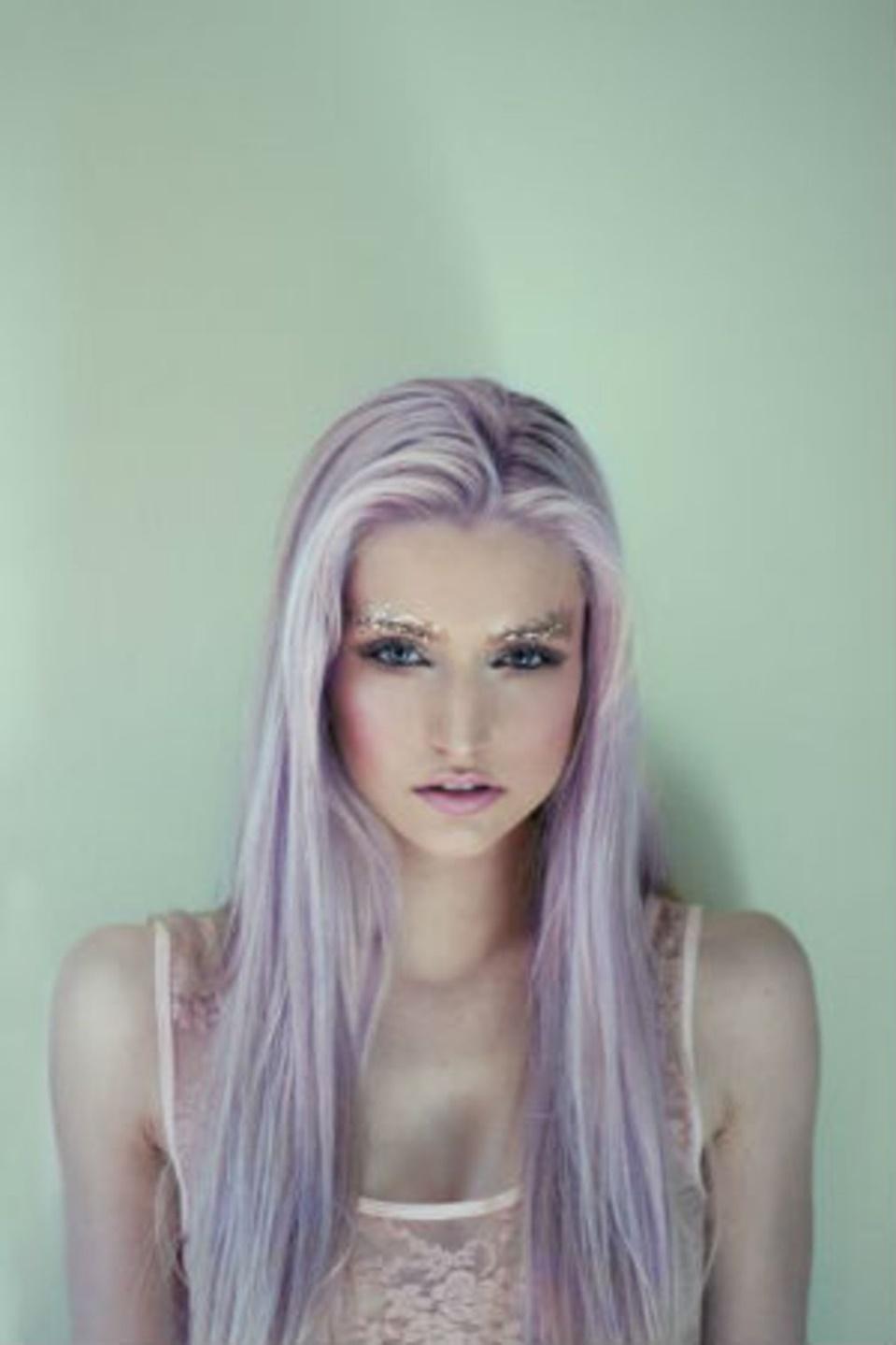 lila haarfarben fuer langhaarfrisuren trends